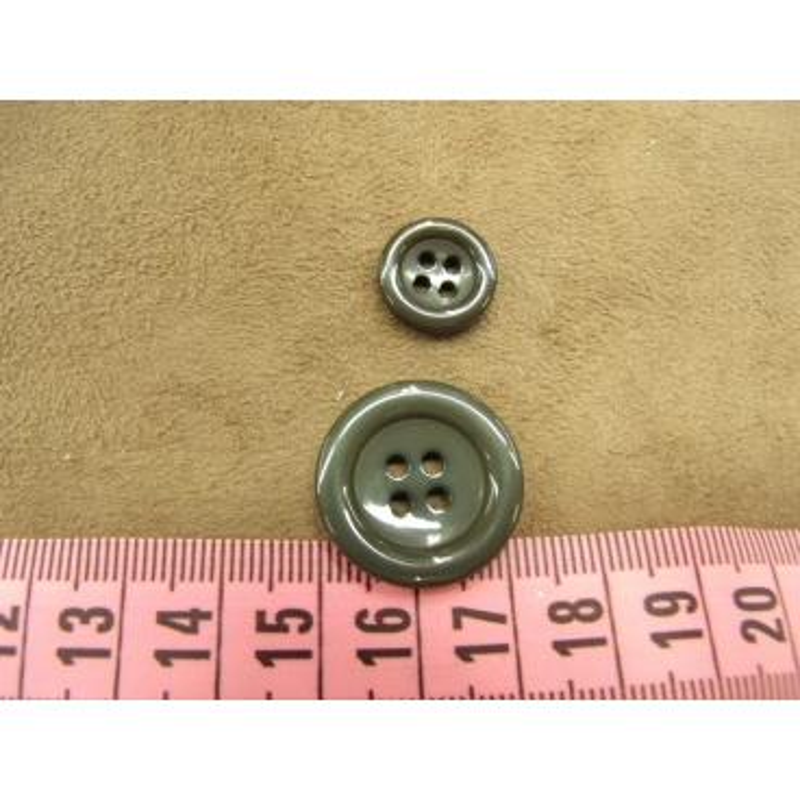 bouton acrylique gris foncé  à 4 trous, 22 mm,de belle qualité