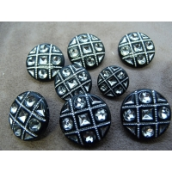 bouton acrylique noir effet strass,21mm,peut être détourné pour décorer un vêtement ou un objet  très lumineux et résistant.