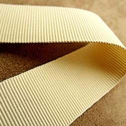 bouton incrusté de petits strass