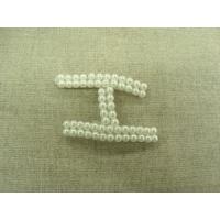 écusson à coudre-perle motif H,largeur 3cm sur hauteur 4,5cm