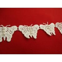 joli papillon blanc,avec perles nacrées ,hauteur 4 cm/ largeur 5 cm