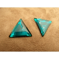 Strass triangle vert ,24 mm,vendu par 10 pièces