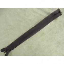 ruban frange perlé rocaille - bleu clair sur fond bleu foncé