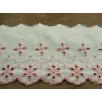 BRODERIE ANGLAISE FOND BLANC- 7 cm /5 cm-ROSE PALE