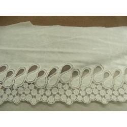 col perlé strass fond blanc