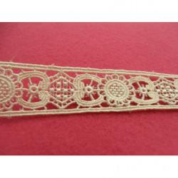 fleurs brodés doré, en 3 D