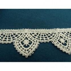 ruban perlé strass,brodée sur voile blanc