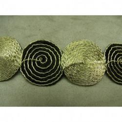 bouton acrylique doré motif petit bateau à 2 trous ,18  mm, convient  pour chemisier, robe , pull, veste