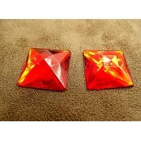 strass carré rouge 2 cm x 2, parfait  pour vêtement, pochette, sac...., vendu à la pièce
