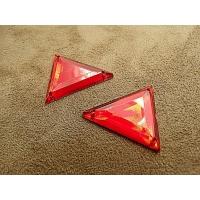 strass triangle rouge , 26 mm,idéal pour vêtement, pochette, sac....,vendu par 10 pièces