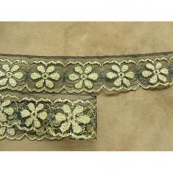 LA TENDANCE DE L AUTOMNE : col à coudre : perles grises et baguettes noires